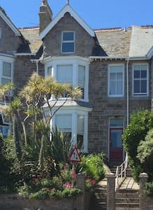 Orla-Mo Stunning Victorian St Ives Sleeps 10 to 15 - St Ives - Σπίτι