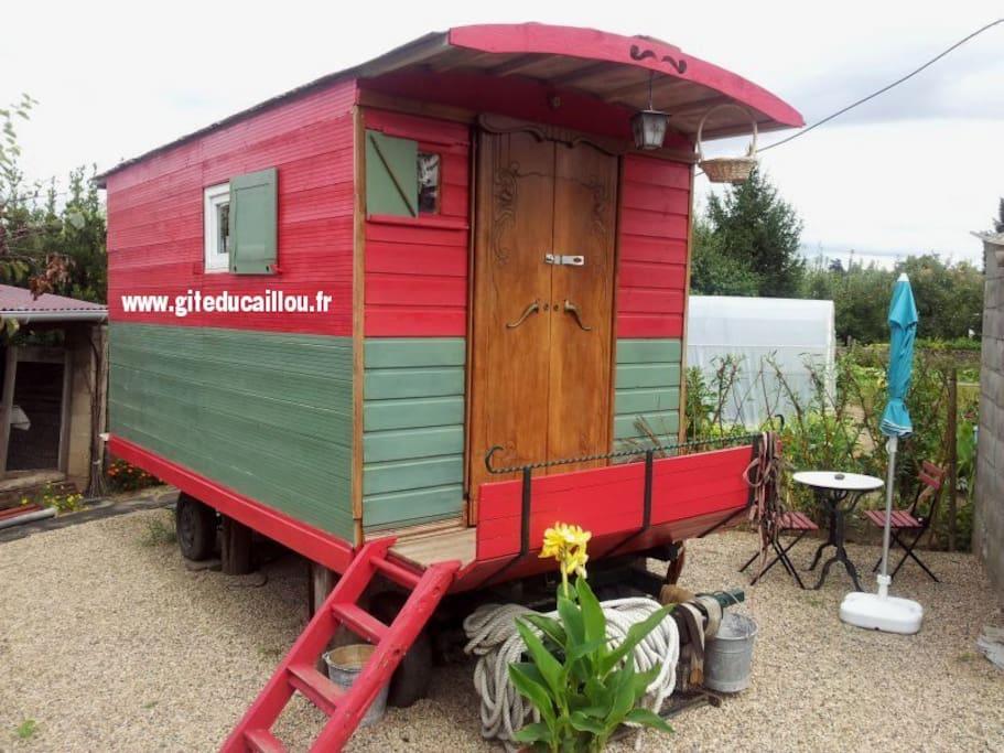 Roulotte Gypsy Caravan A Veauchette Auvergne Rh Ne Alpes