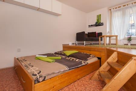 Lovely apartment 10mins to center - Praga - Appartamento
