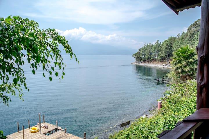 Lakeside cabana, Gecko dorm, Maya Moon Lodge 2