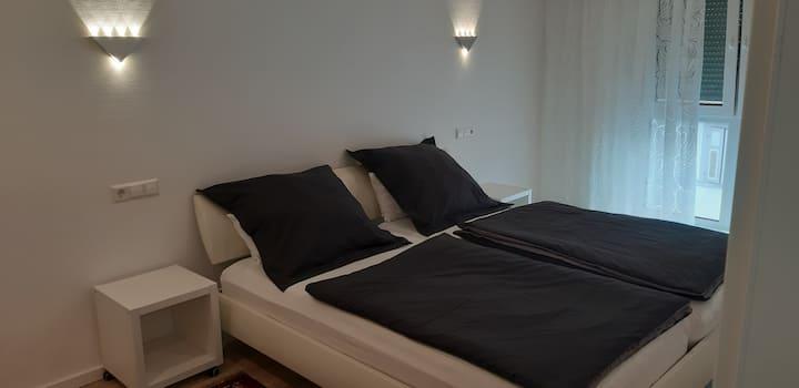 #21 TLA Apartment Landstuhl, 5 min to Base&Hospita