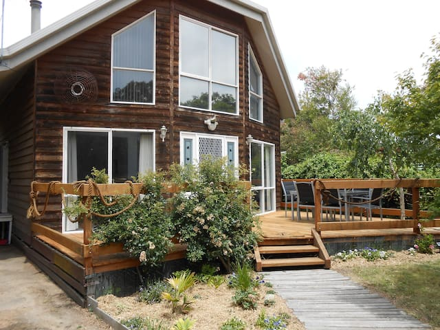 Lovely 2BD house close to surf. - Mallacoota - บ้าน