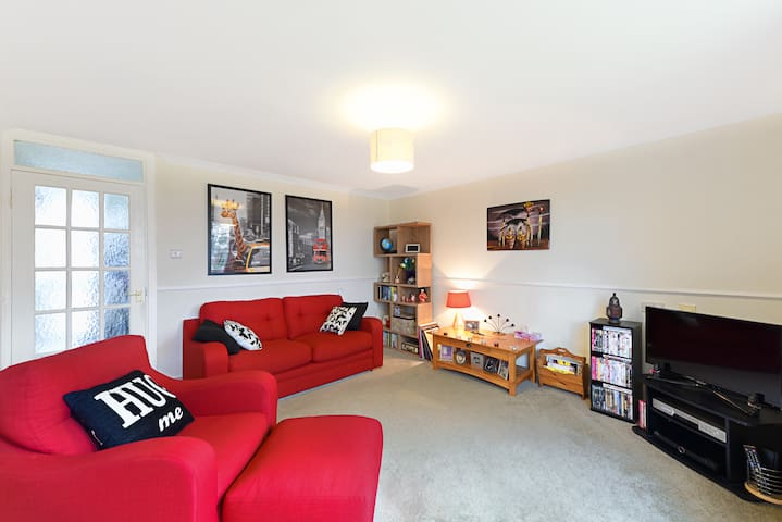 Comfortable double in friendly home - Farnborough - Appartement