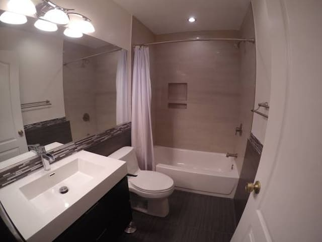 Cozy Remodeled Bedroom/Bath For You - Anaheim - Casa