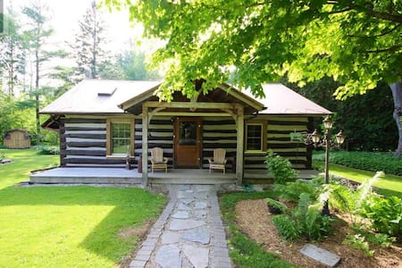 Cozy Log Cabin- 7 min walk to Lake Huron!