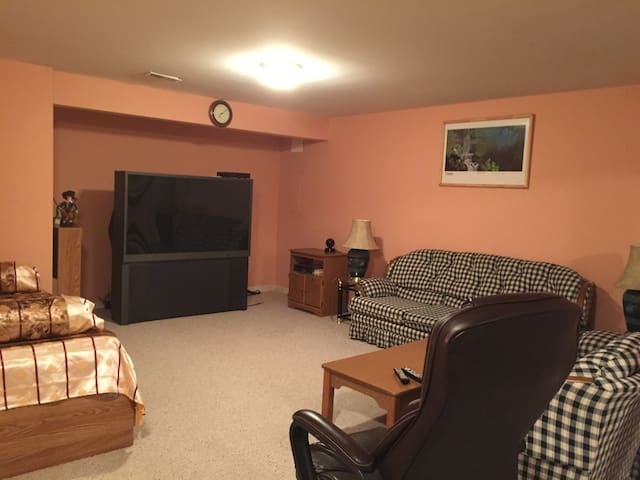 Large Basement w/ Private Entrance - Boyds - Apartment