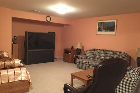 Large Basement w/ Private Entrance - Boyds - Apartamento