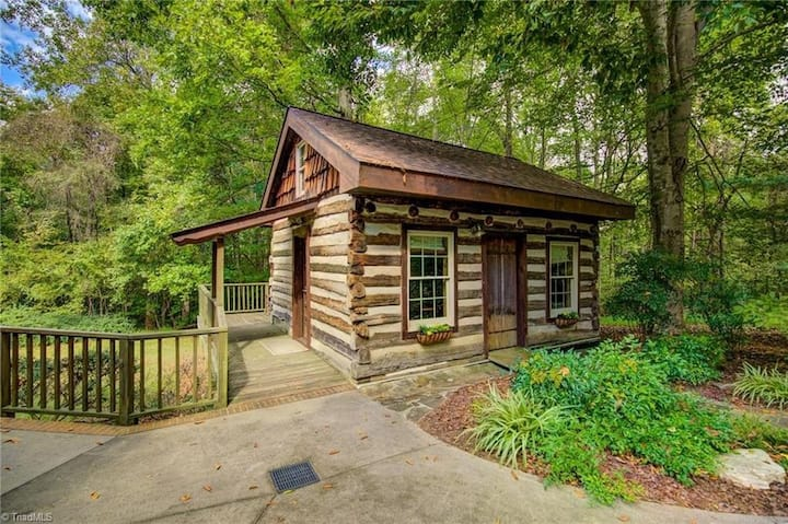 Log Cabin - not accepting any new reservations