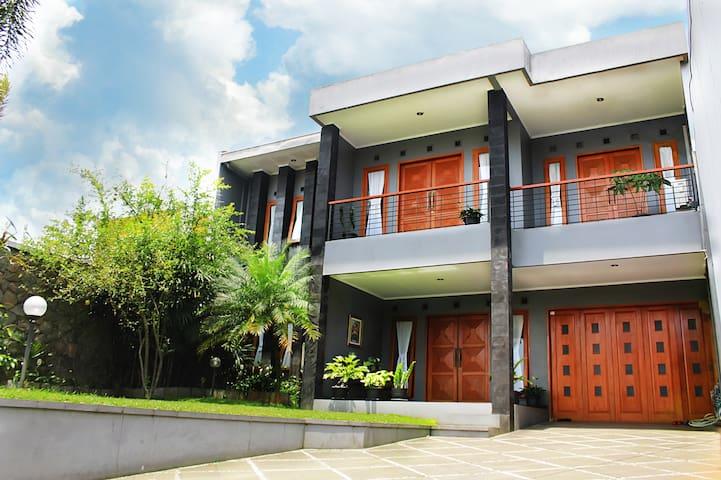 AMS Villa Bandung, A Spacious Villa Near Lembang