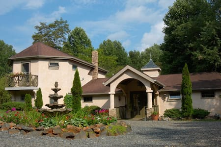 Bella La Vita Inn - Floyd - Bed & Breakfast