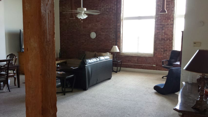 Upscale condo 1 bedroom 1 bath