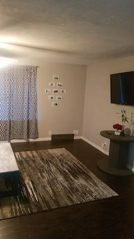 Spacious Ranch Near Airport & Downtown With Garage
