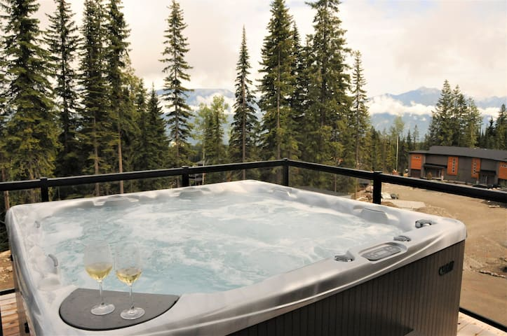 Red Cedar Retreat - Luxury mountain ski-in/out