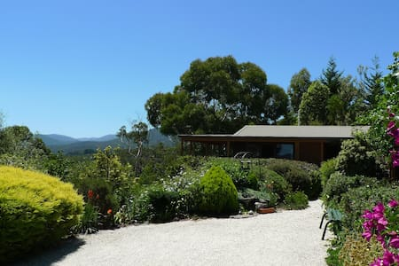 HELGRAH with VIEWS TO DIE FOR .. from $121 - Healesville