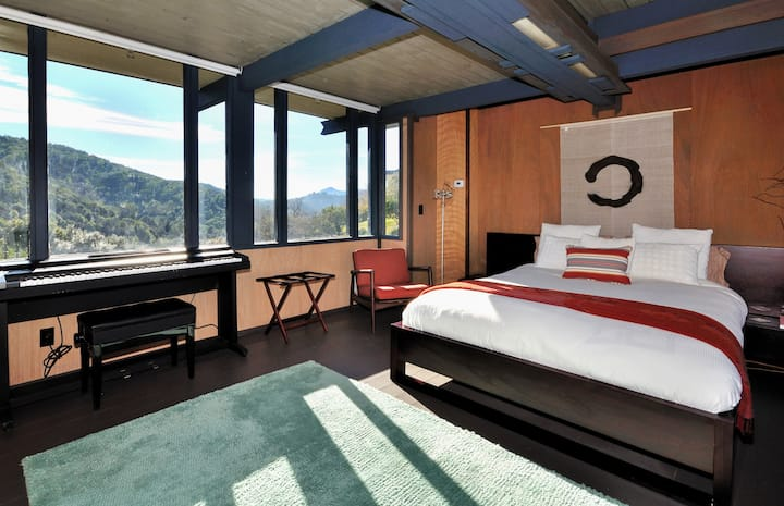 Spacious Mid Century Modern Suite, Sweeping Views