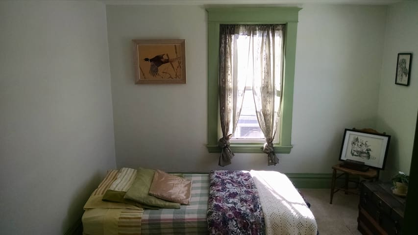 Spare Single Bedroom on Erie Canal - Medina - Rumah