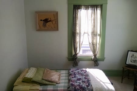 Spare Single Bedroom on Erie Canal - Huis