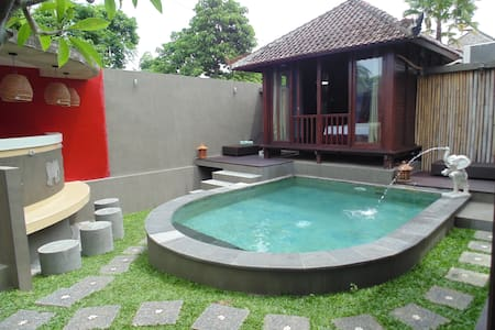 3 BR Deluxe Bungalow Near The Beach - Badung