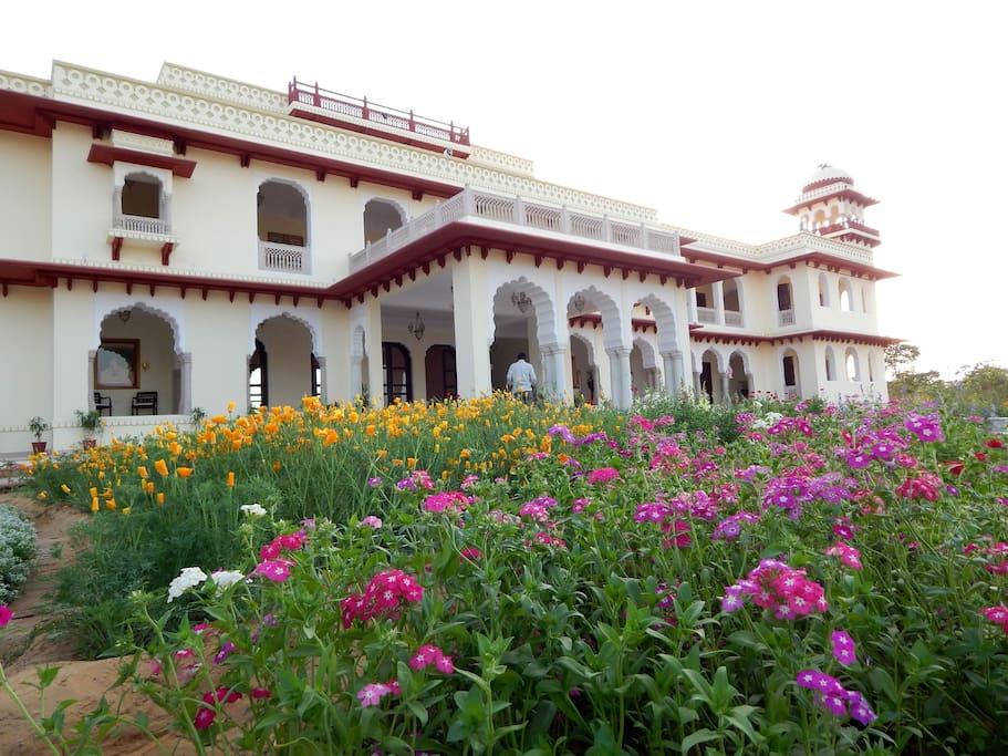 Nazarbagh Palace - Building