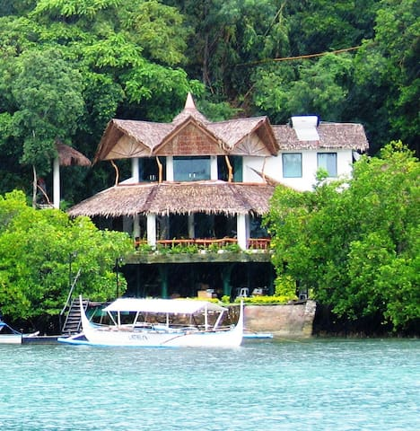 Spacious 4 Bedroom Boathouse - Puerto Galera - Huvila