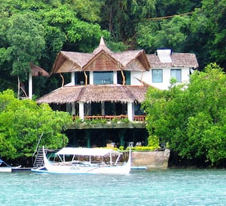 Spacious 4 Bedroom Boathouse - Puerto Galera