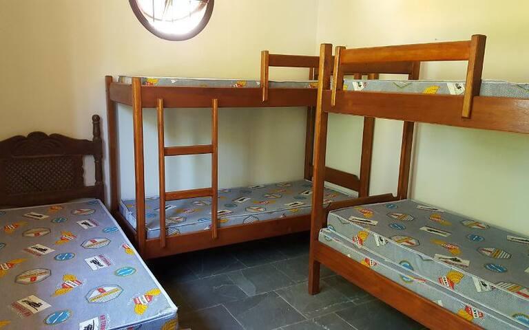 quarto 5 - no 2º andar p/ 05 pessoas