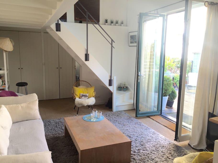 Salon avec vue sur la terrasse