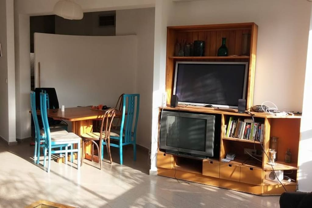 dining area+ TV