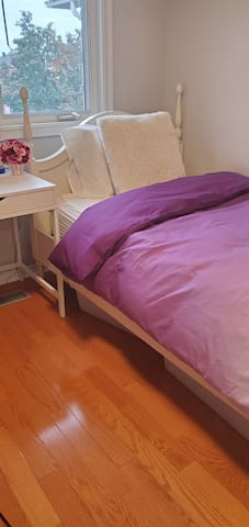 Cozy bedroom for ladies only at Thornhill