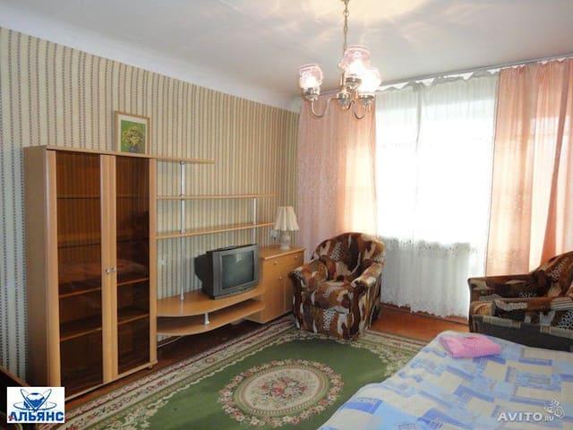 1 комнатная квартира посуточно - Братск - Appartamento
