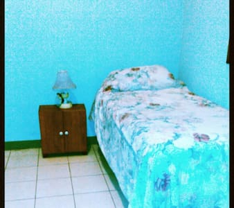 Charming Private Room on 2nd Floor - Managua - Bed & Breakfast