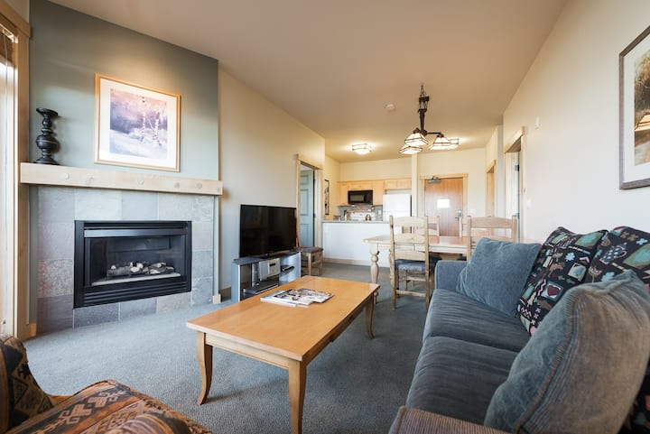 Ski-in, ski-out condo at Juniper Springs with mountain views and wifi