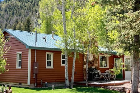 Cabin with Sauna, Creek, & Boats near Park City