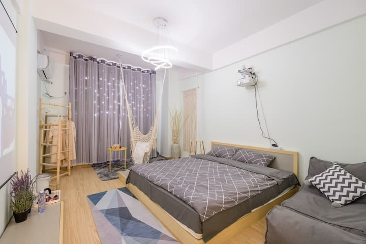 花笺-拾光里 百寸投影/1.8米榻榻米舒适大床/网红吊篮