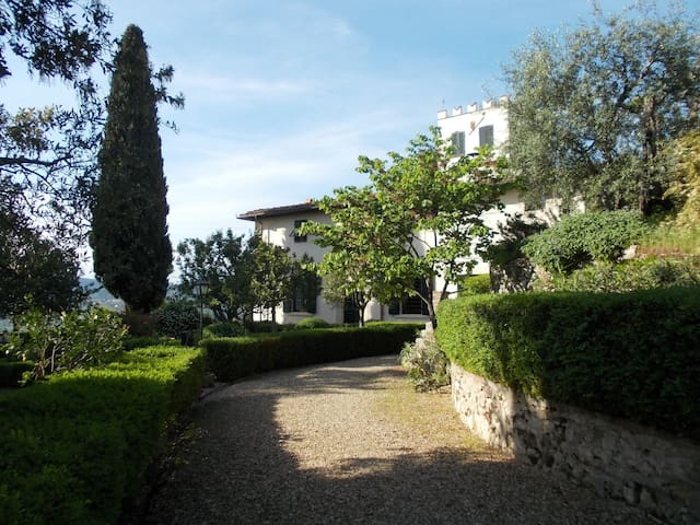 App. in Antica  Villa con vista su Firenze - Bagno a Ripoli - วิลล่า