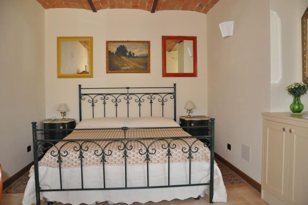 Camera matrimoniale piano terra / double room ground floor