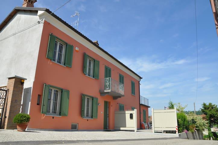 LANGHE MONFERRATO LA VIGNA DI TINA - Alliere - Villa