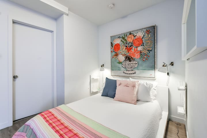 Spacious studio near Downtown and the Old Port