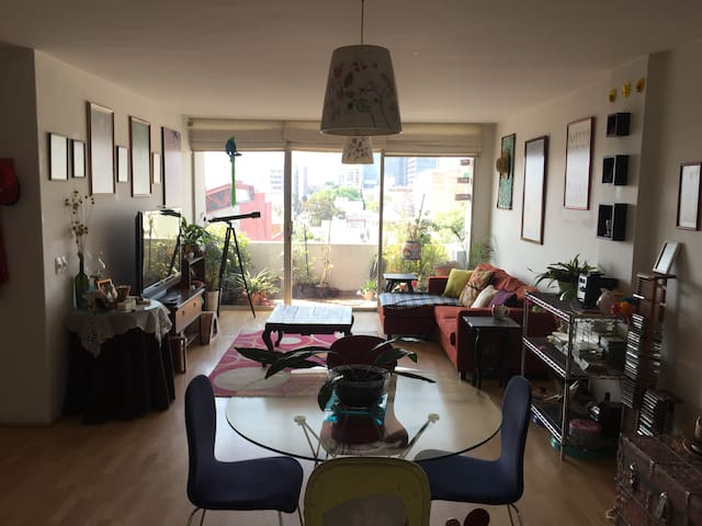 Private room and bathroom near WTC