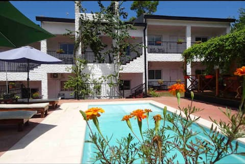 Habitación céntrica frente al río c/piscina hab 5