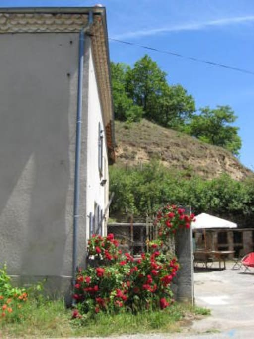 Partial view of the courtyard with the hill just behind