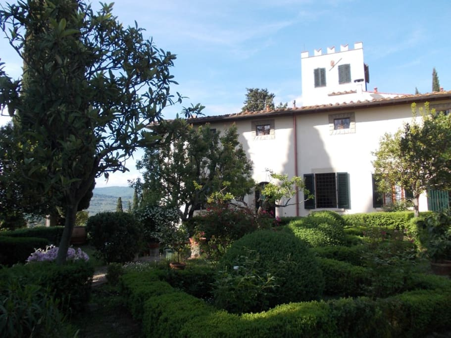 Appartamento in villa con vista su firenze ville in - Bagno la villa pinarella ...