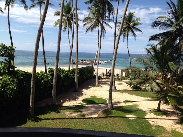 Beach front Villa 918 Randombe