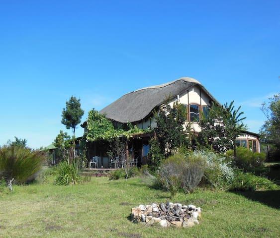 Elephant House, Kuthumba Ecovillage - Plettenberg Bay - Bed & Breakfast