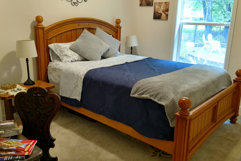 Private room with a comfortable queen sized bed!