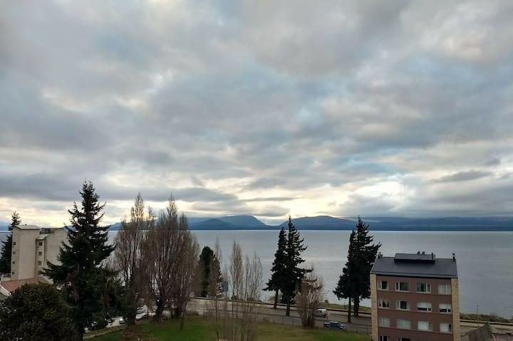 Departamento con excelente vista al lago
