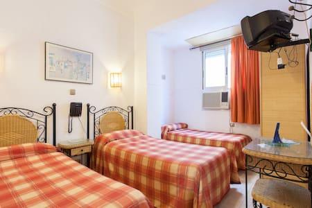 Habitación tres camas de 90 - Alicante