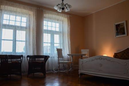 CAMELIA ensuite double bedroom   - Pula
