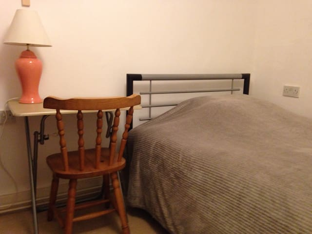 2 Single Rooms Llanidloes Town Centre - Llanidloes