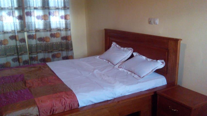 Appart-grande chambre-salon-cuisine - Yaoundé - Apartment